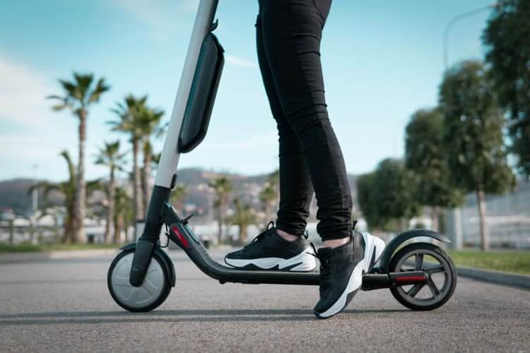 Best Scooters for Adults, Kids & Commuting in 2019 !